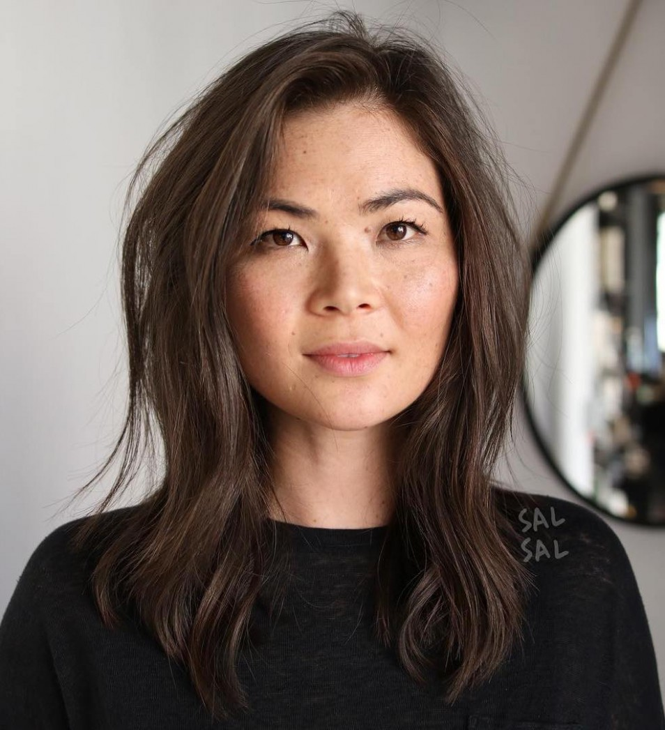 10 Amazing Haircuts For Round Faces Hair Adviser Shoulder Length Hair For Round Face