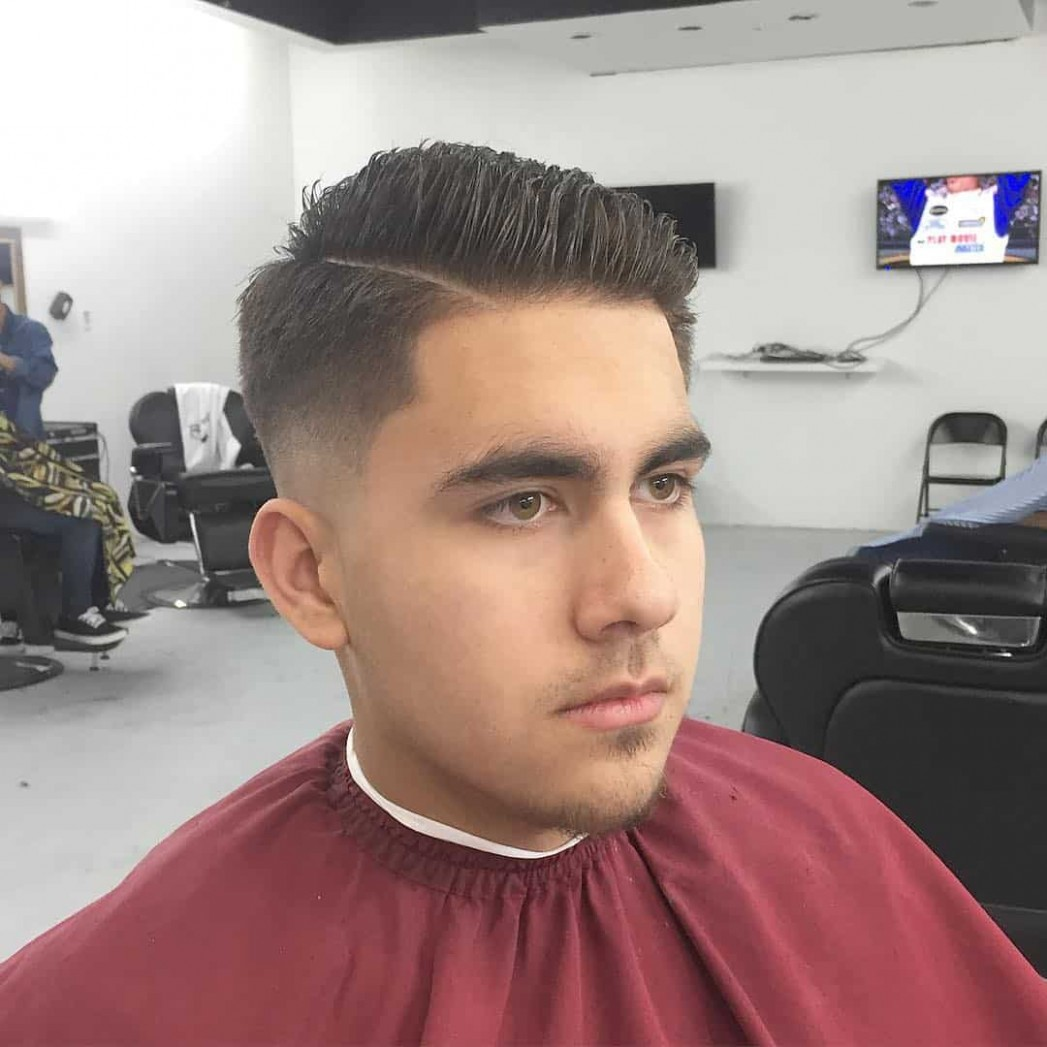 10 Best Male Haircuts For Round Faces - [Be Unique in 10]