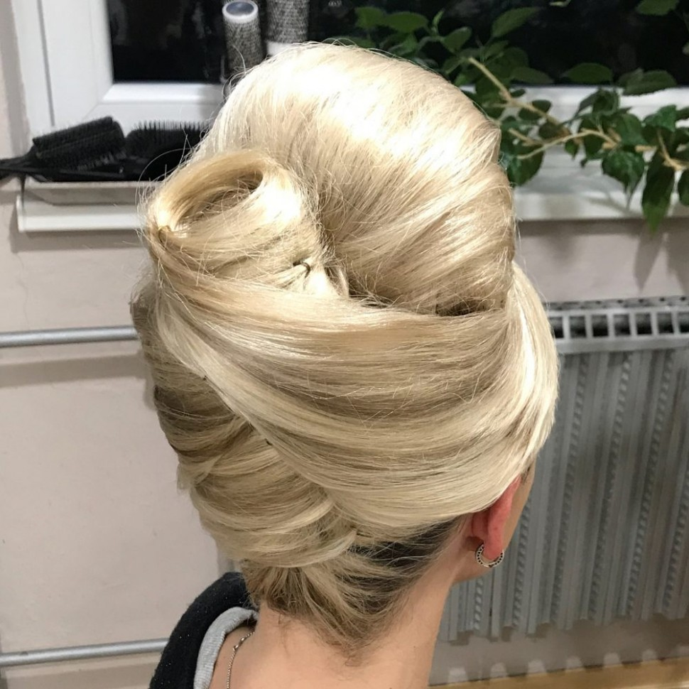10 Cute '10s Hairstyles for Vintage Hair Lovers