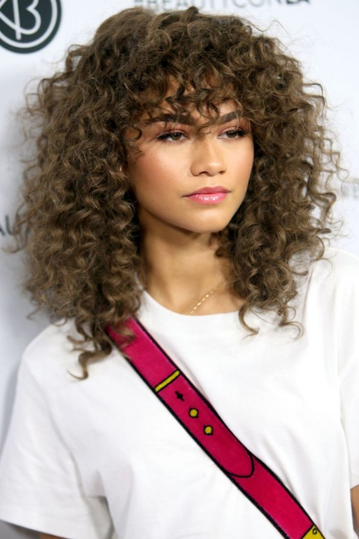 10 Glamorous Ways To Show Off Your Curls In 10 Curly Hair Girls With Curly Hair And Bangs