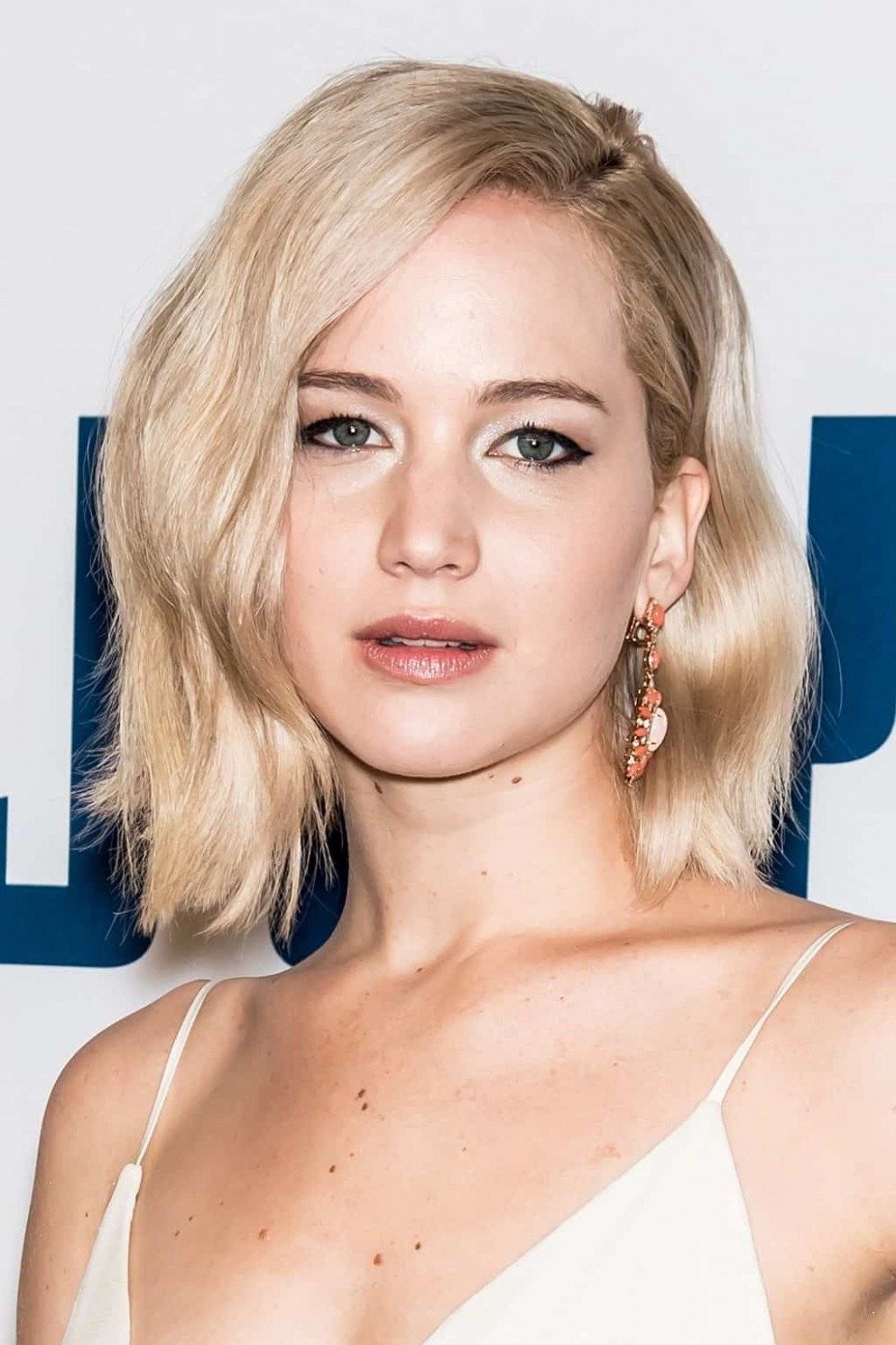 10 Hottest Female Celebrities With Short Hair (10 Trends) Celebrity Short Hairstyles