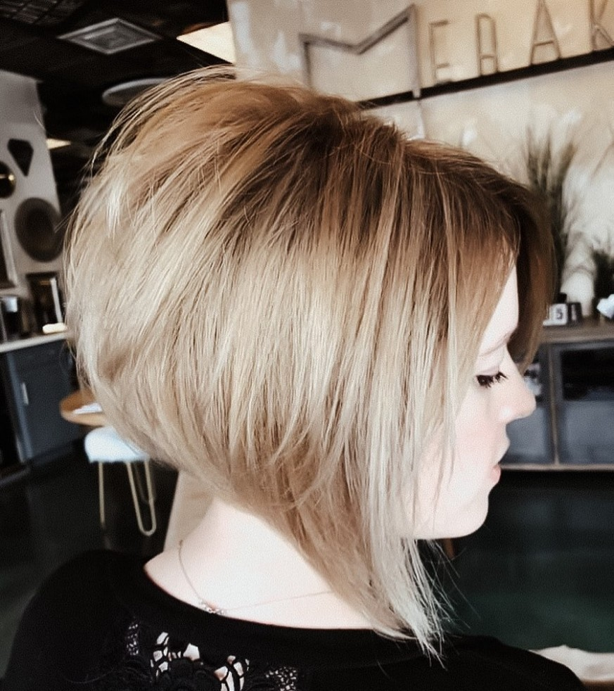 10 Inverted Bob Haircuts Women Are Asking For In 10 Hair Adviser Stacked Angled Bob