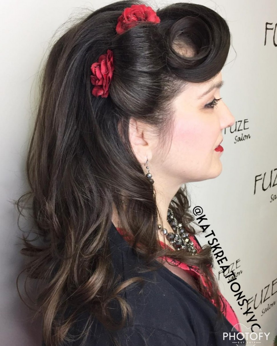"""10 Pin Up Hairstyles That Scream """"Retro Chic"""" (Tutorials Included) Retro Hairstyle For Long Hair"""