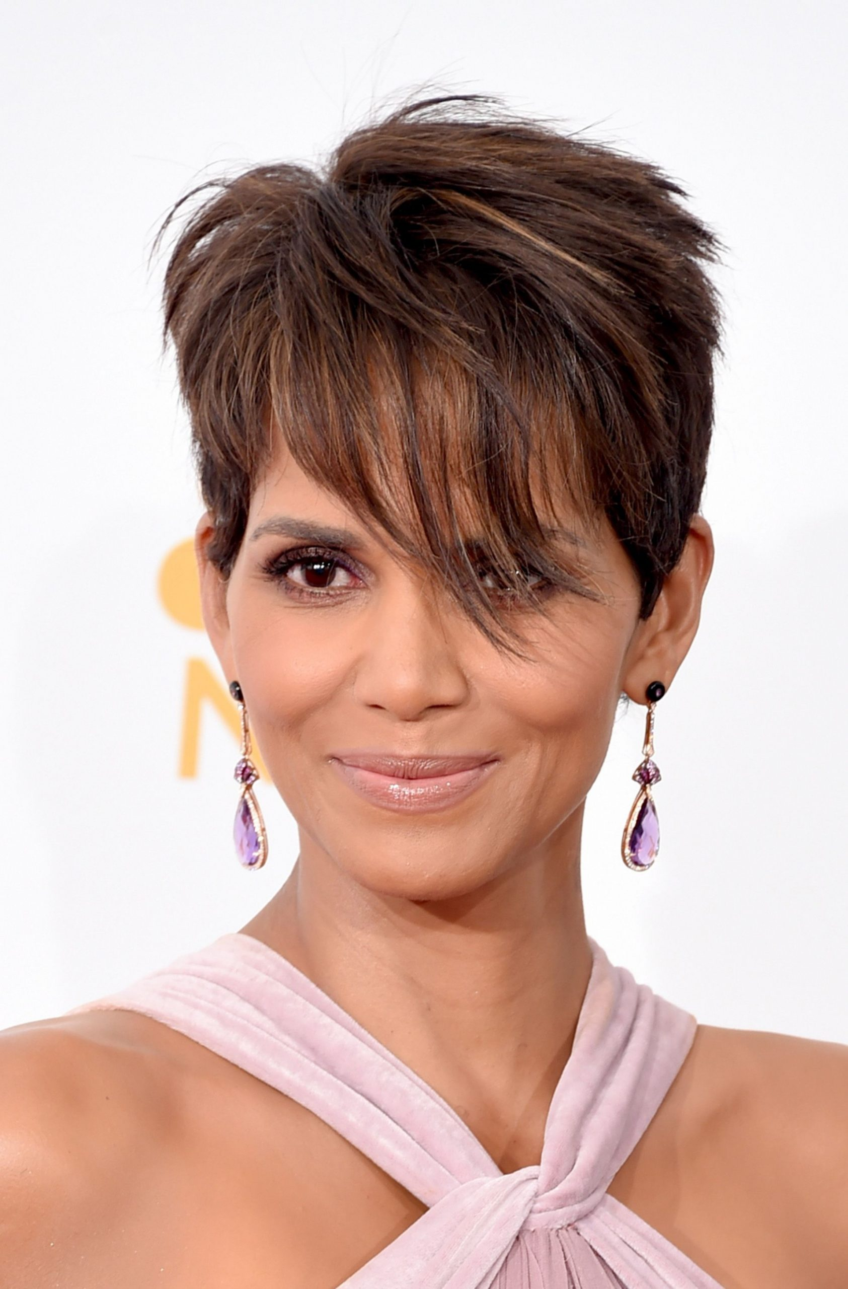 11 Classic And Cool Short Hairstyles For Older Women Short Choppy Hairstyles For Over 40