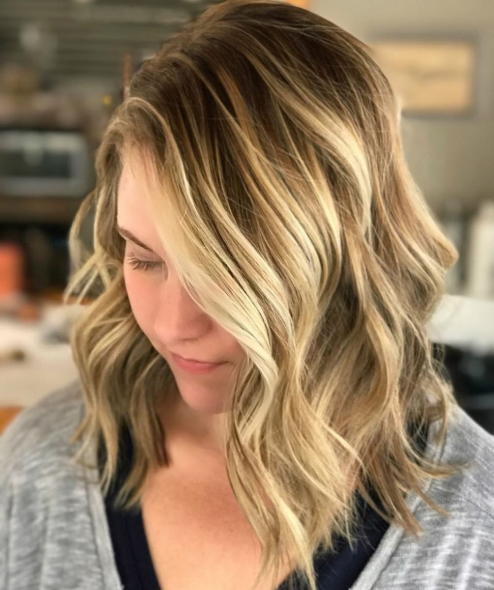 11 Flattering Medium Hairstyles For Round Faces In 11 Mid Length Hair For Round Face
