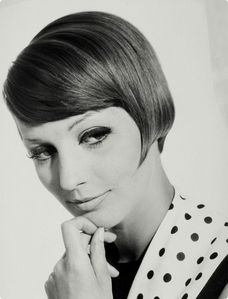 11s slanted bob hairstyle  Photo by Walter Blum  11s hair