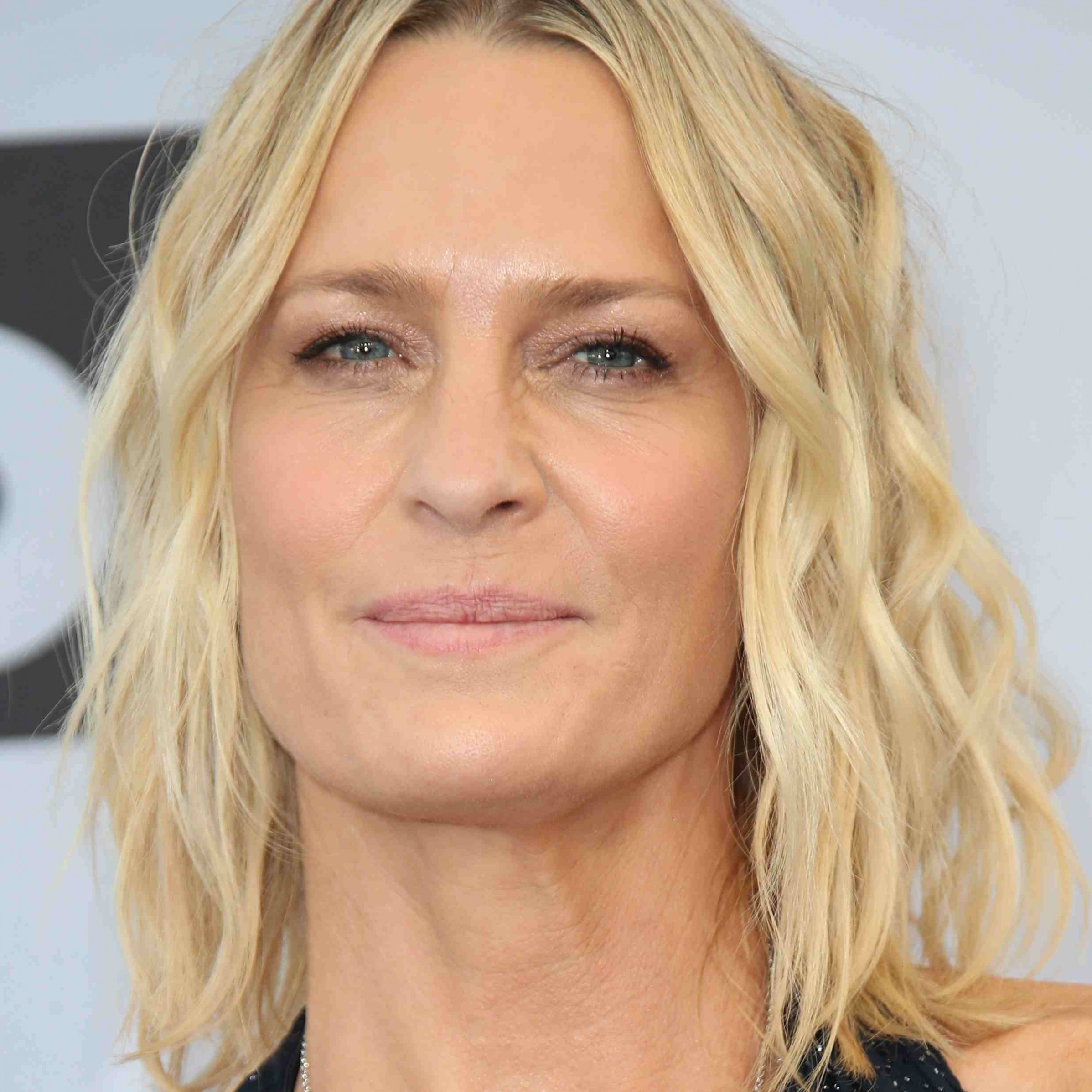 12 Classic And Cool Short Hairstyles For Older Women Older Hairstyles