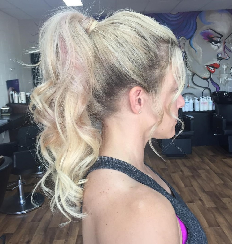 12 Eye-Catching Ways to Style Curly and Wavy Ponytails
