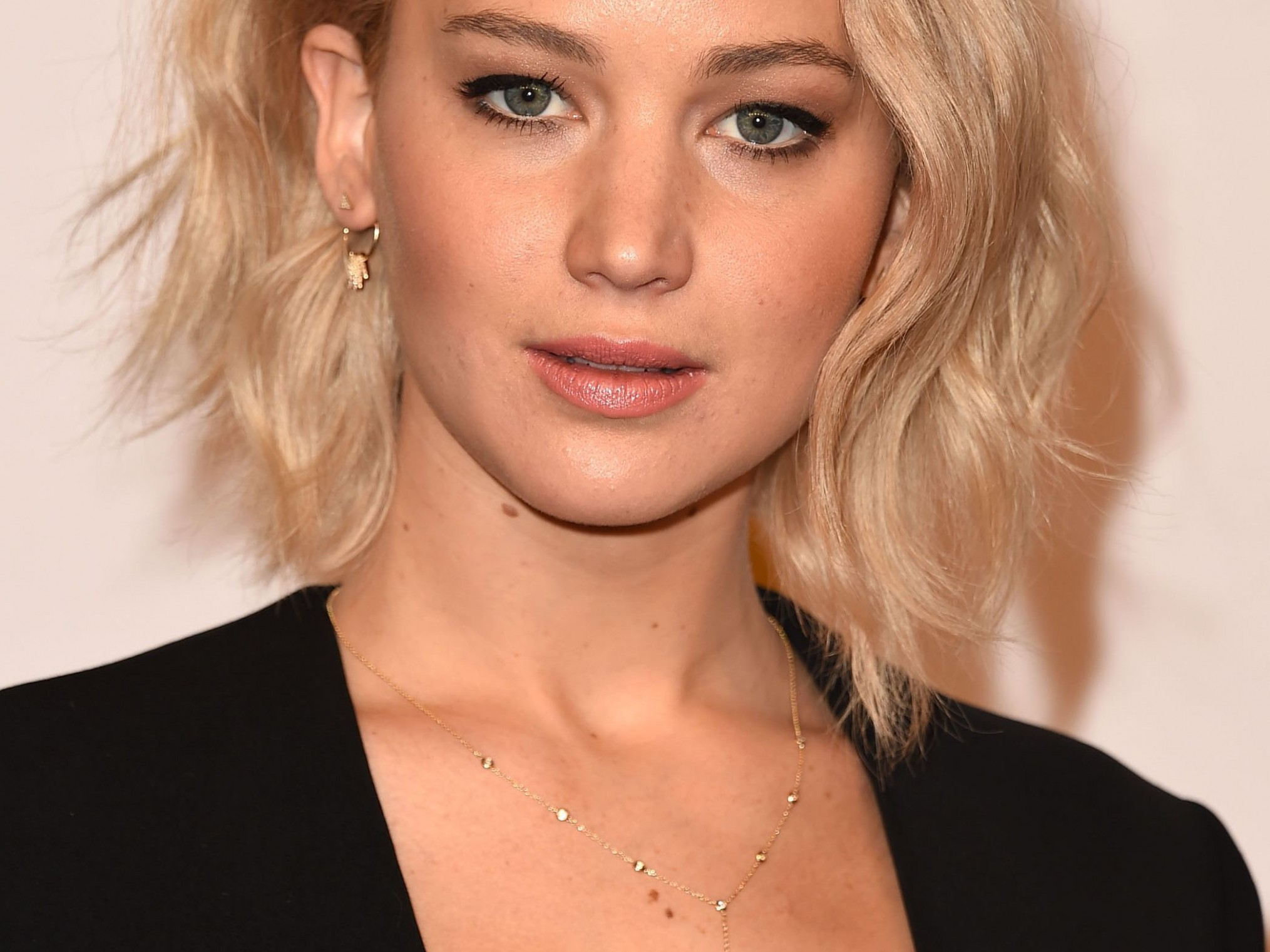 12 Flattering Short Hairstyles For Round Face Shapes Cute Short Hairstyles For Round Faces
