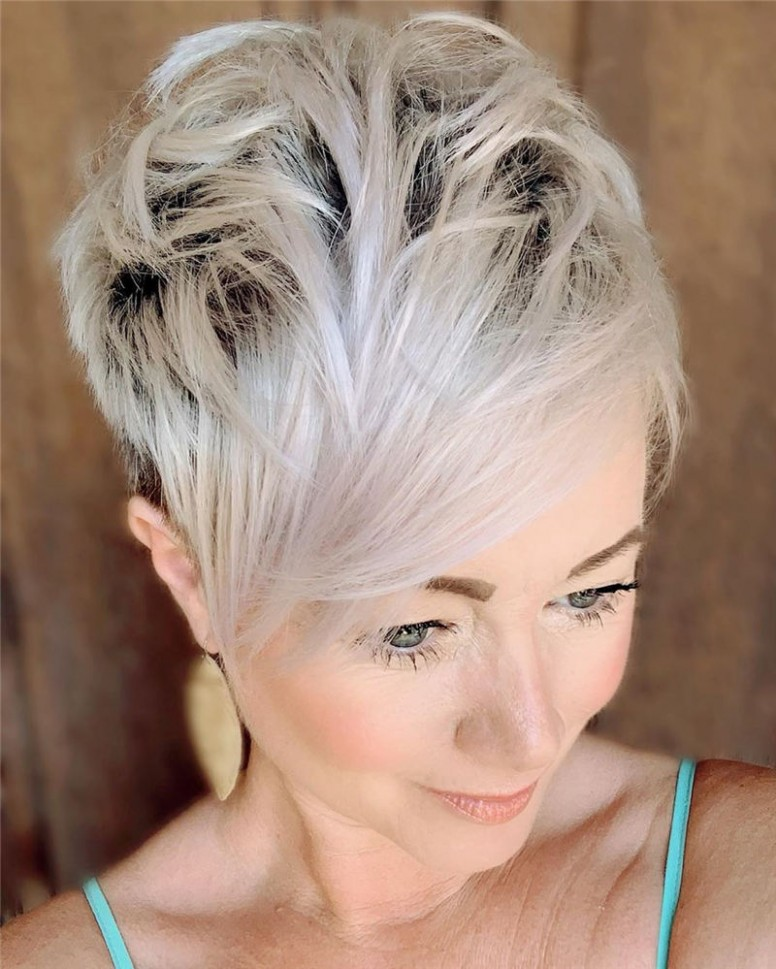 12 Perfect Pixie Cuts We Love For 12 Lead Hairstyles Best Pixie Cuts 2021