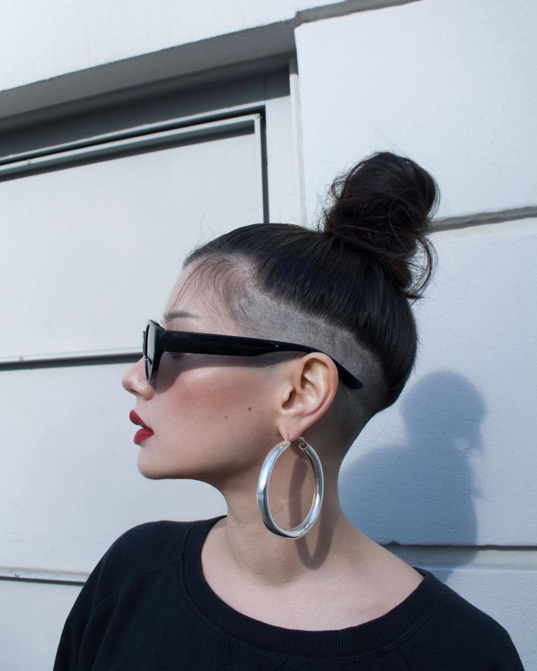 8 Bold Shaved Hairstyles For Women Shaved Hair Designs Shaved Sides Long Top Girl