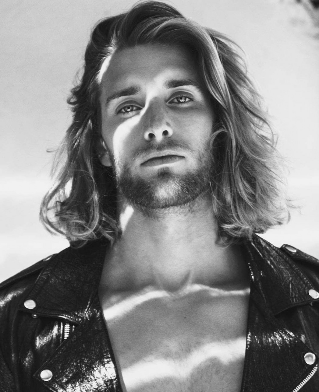 8+ Long Hair Hairstyles + Haircuts For Men (8 Styles)