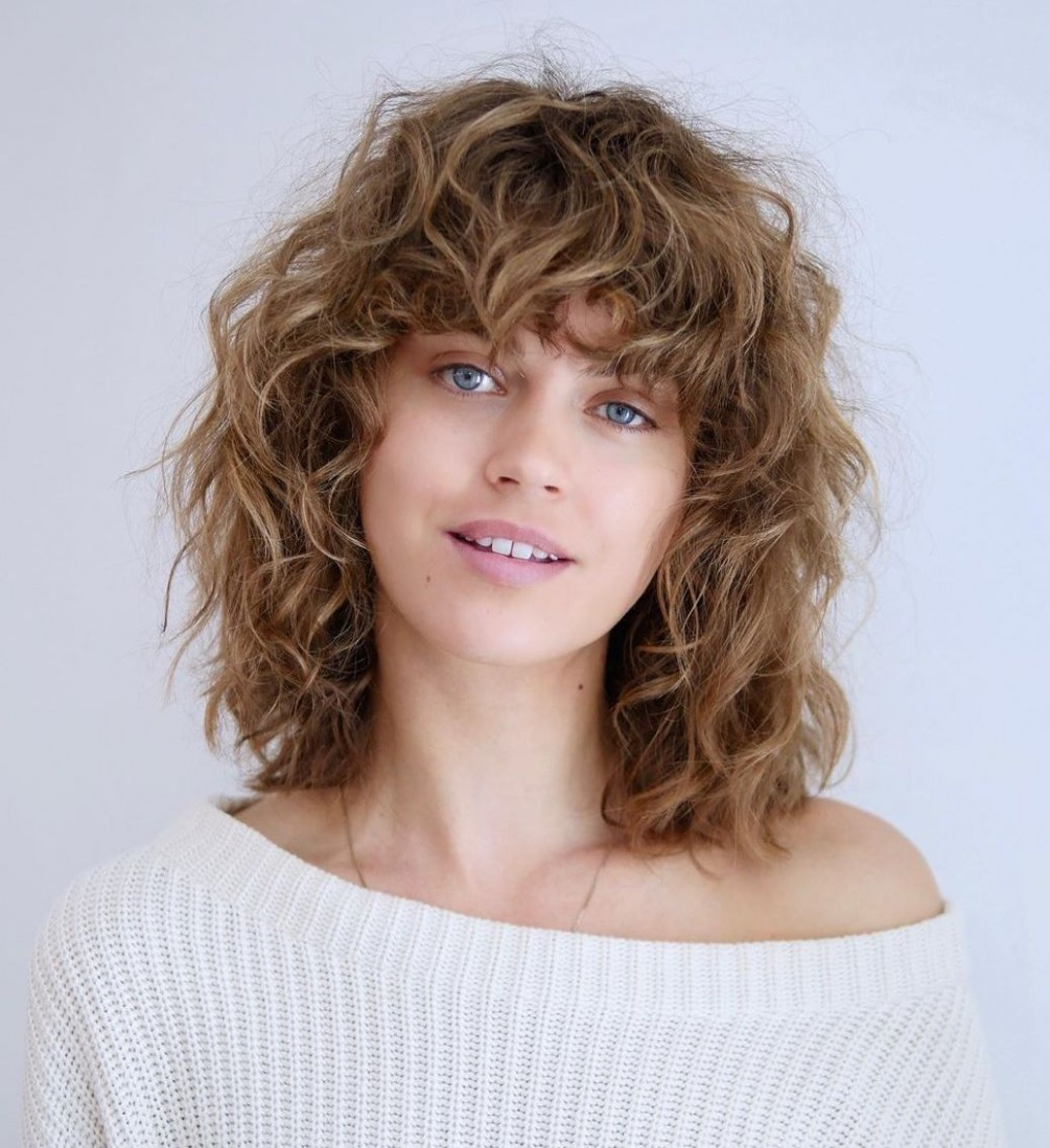 8 Most Trendy And Flattering Bangs For Round Faces In 8 Hadviser Bangs For Curly Hair Round Face