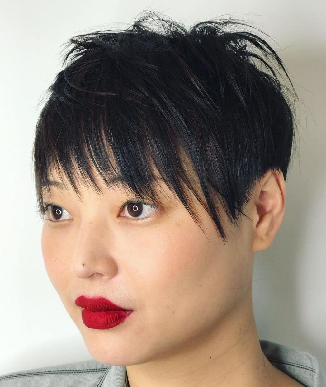 8 Short Hairstyles for Round Faces with Slimming Effect - Hadviser