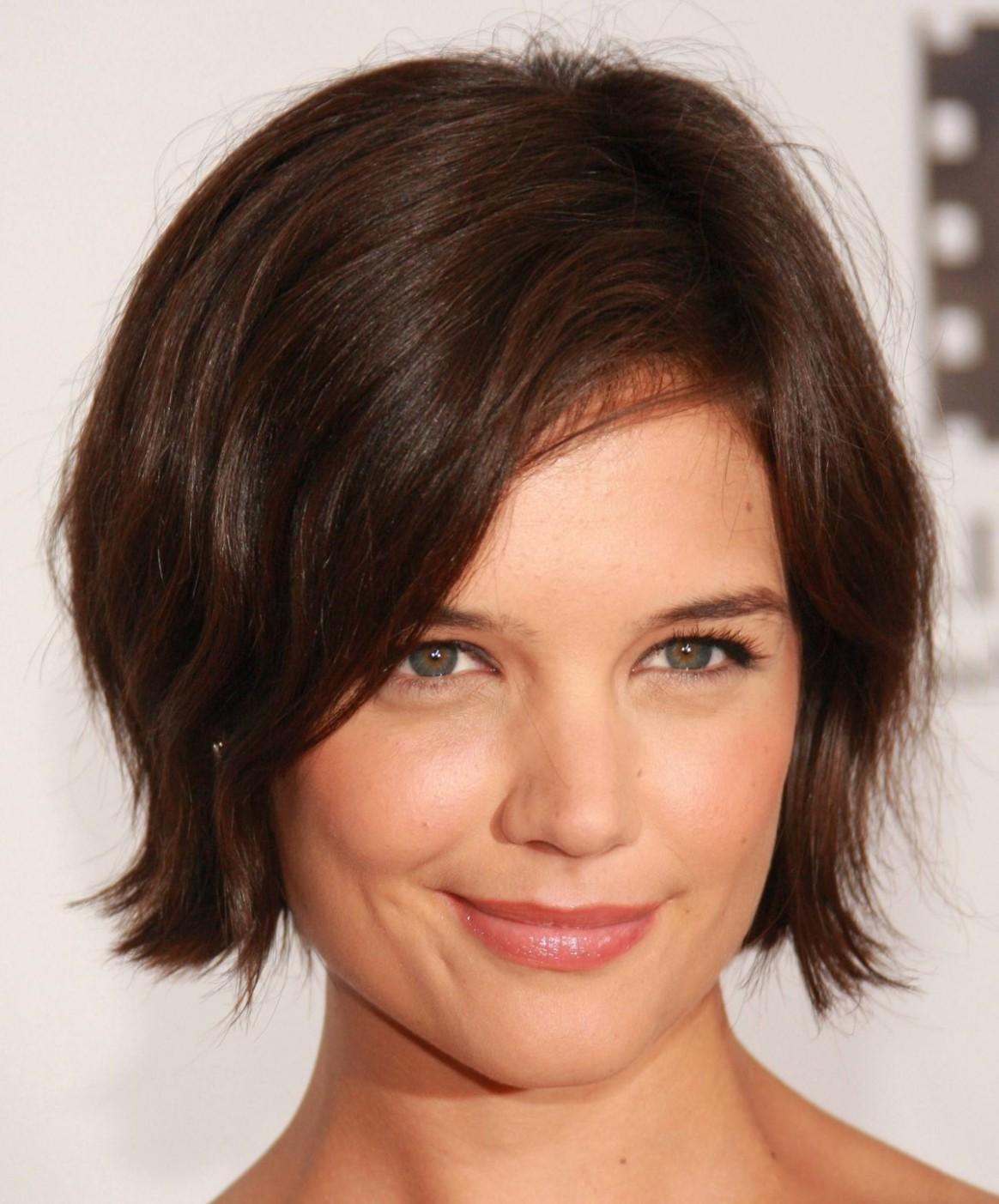 Best short hairstyles - Cute hair cut guide for round face shape