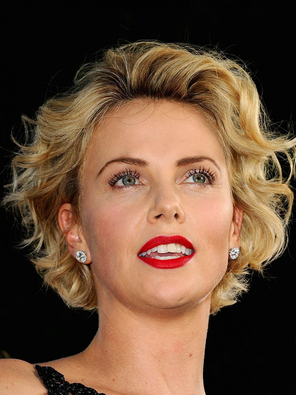 Charlize Theron A Million Ways To Die In The West Premiere Charlize Theron Curly Hair