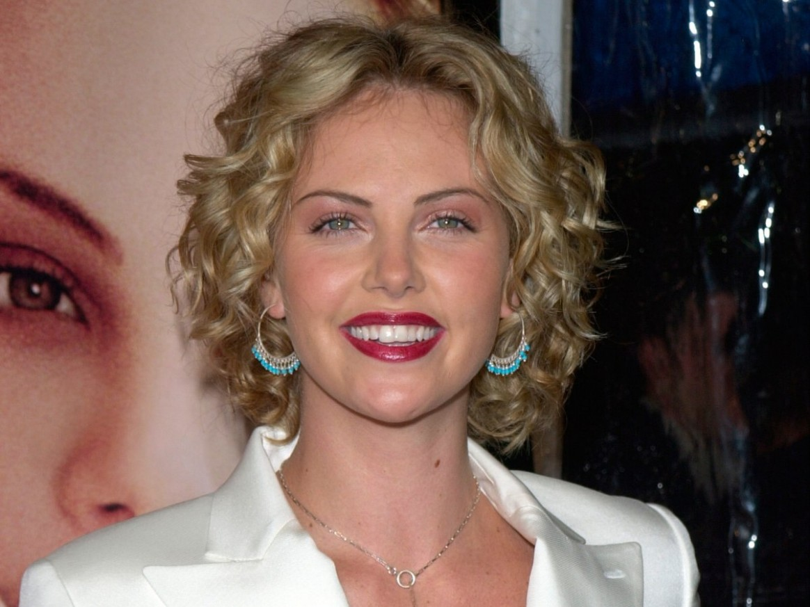 Charlize Theron Well Above The Shoulders Curly Bob Haircut Charlize Theron Curly Hair