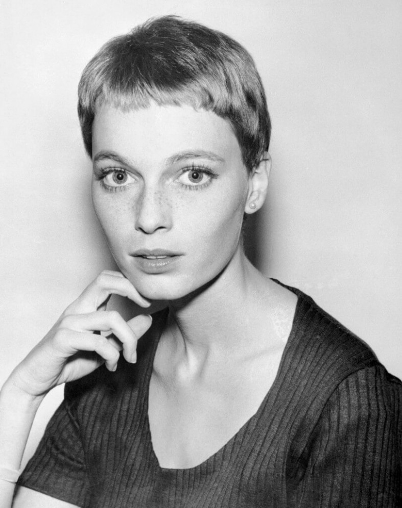 Classy Short Hairstyles From 8 Iconic Women Twiggy Pixie Cut
