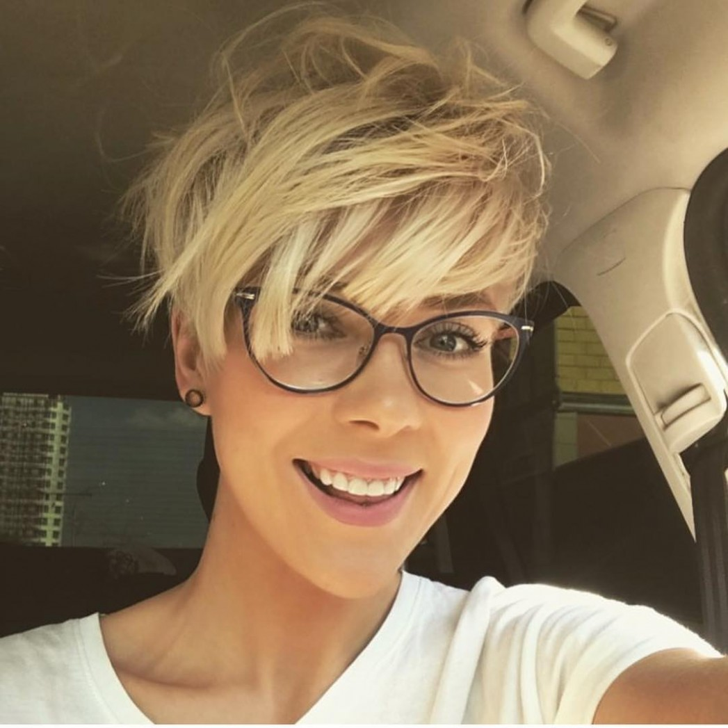 Cute Short Haircuts For Women With Glasses - bpatello