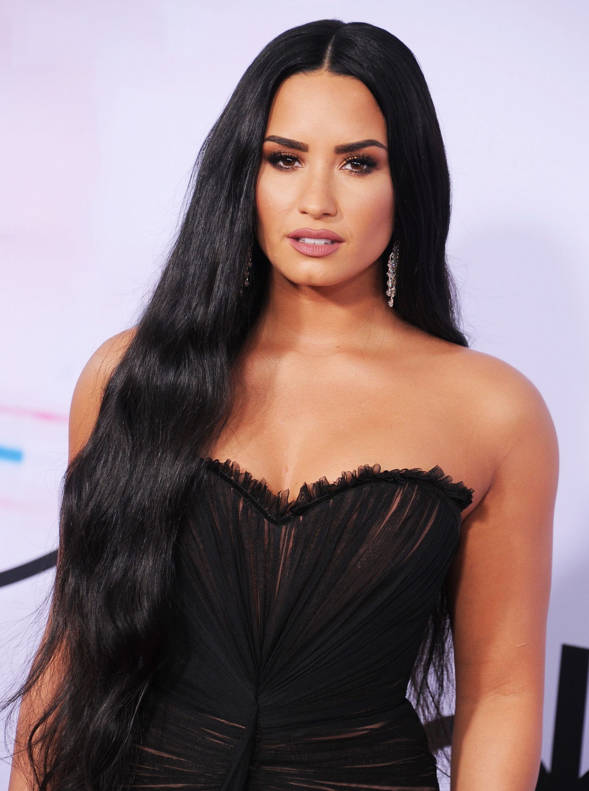 Demi Lovato Cut Her Hair and it's Short Bob Inspiration