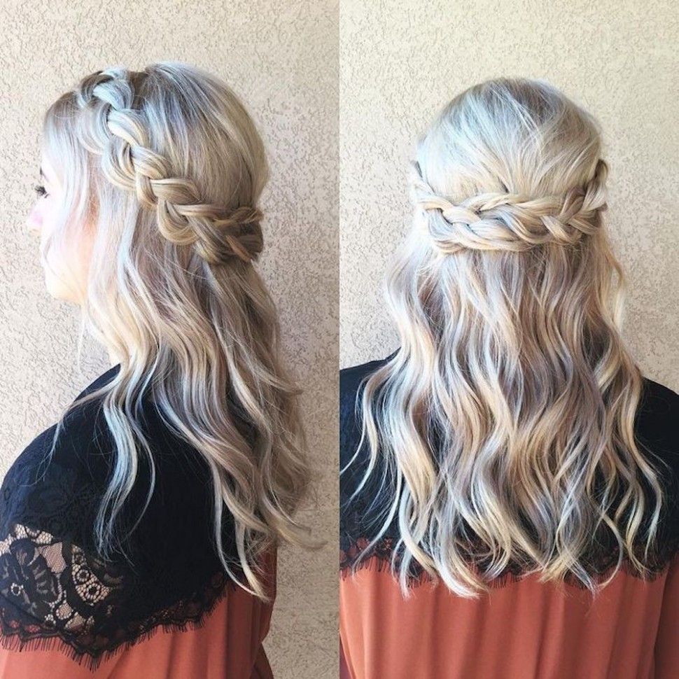 Easy Prom Hairstyles That Anyone And Everyone Can Rock To Prom Prom Hairstyles For Medium Hair Down