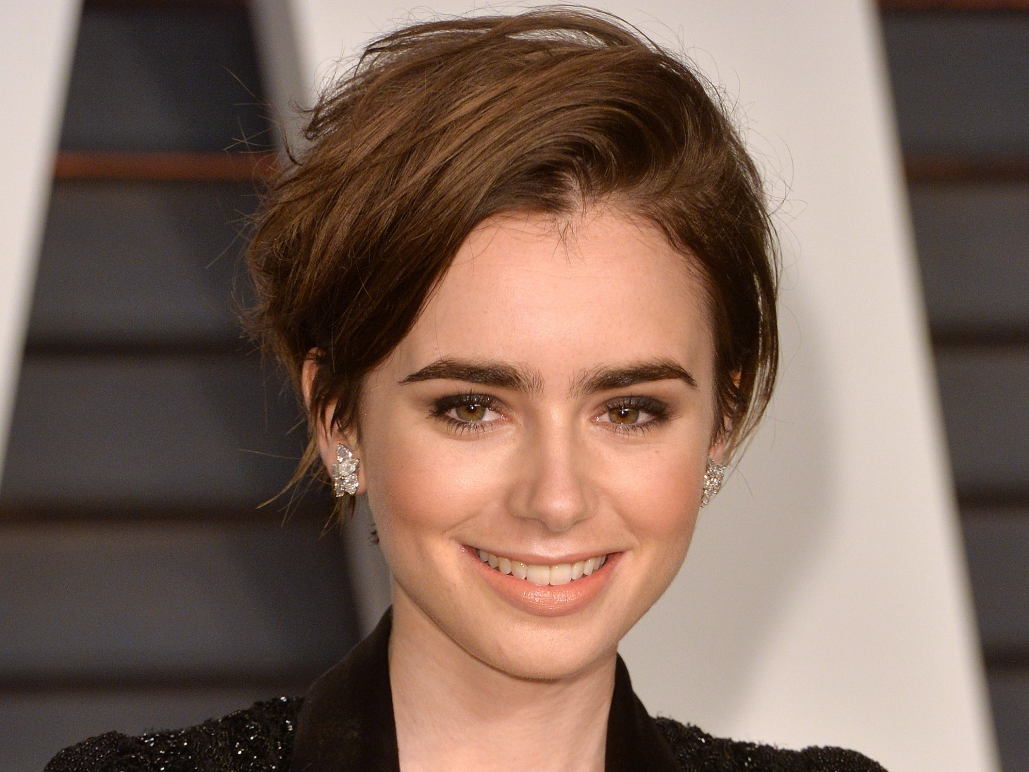 Growing Out A Pixie Cut: 11 Tips For Styling Short Hair Teen Vogue Growing Out A Pixie Cut