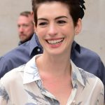 Hairstyle Ideas: How Anne Hathaway's Growing Out Her Pixie Haircut Anne Hathaway Pixie Cut