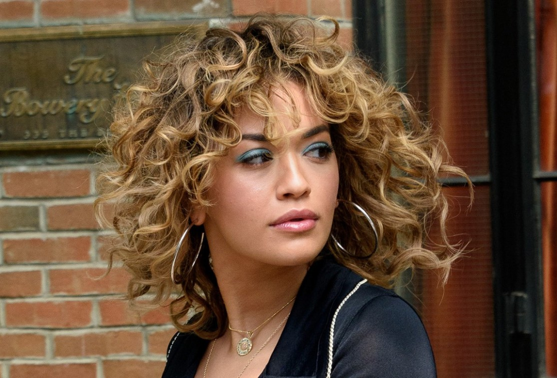 How To Style Short Curly Hair BEAUTY/crew Short Curly Hair Female