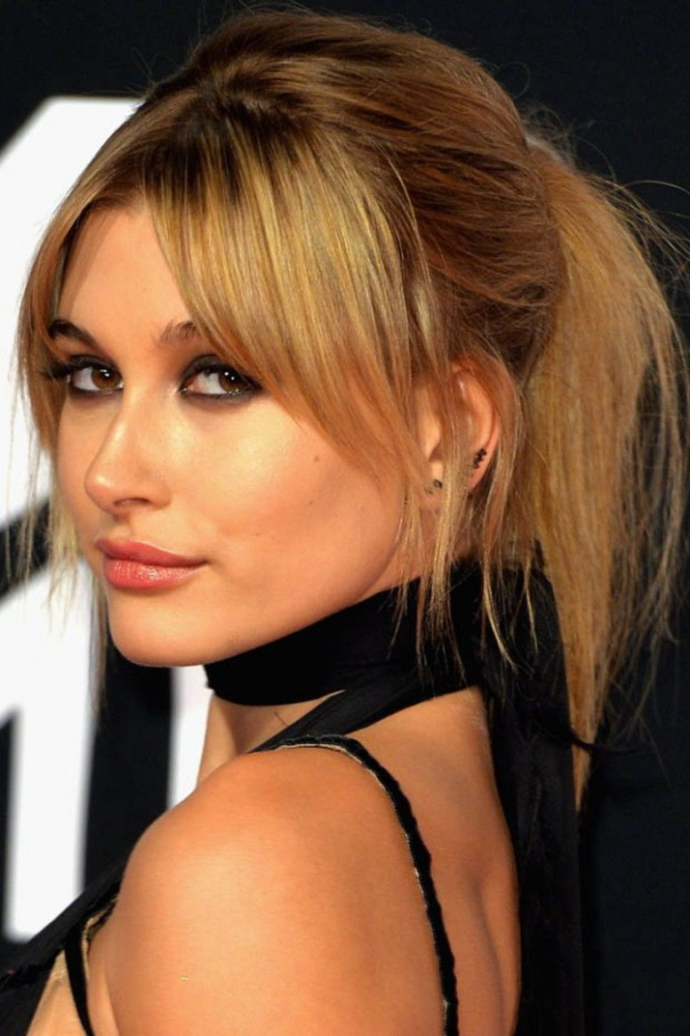How To Style Side Swept Bangs Like 9 Of The Chicest Celebrities Side Swept Bangs For Round Face