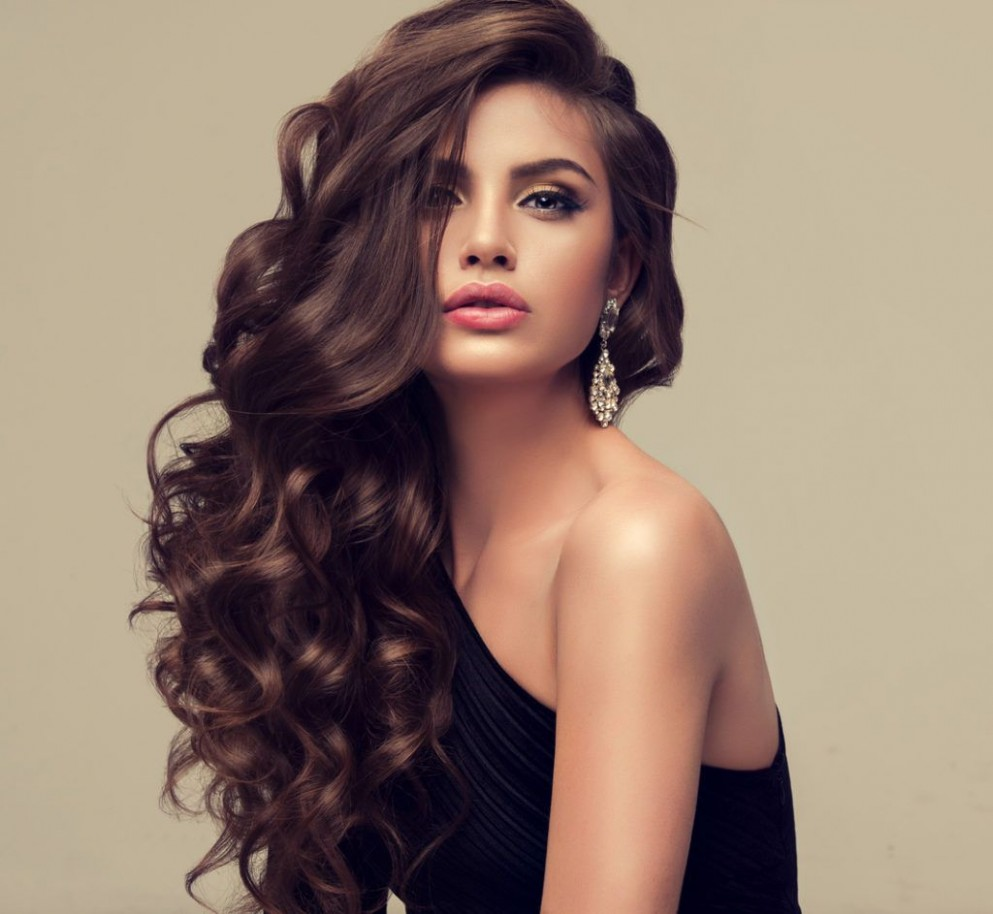 Let Your Locks Flow In These Long Hairstyles For Different Face Shapes Long Hairstyles For Long Faces