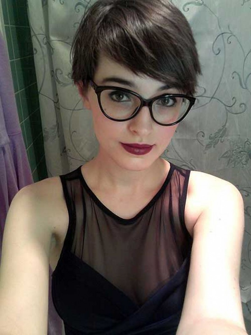 Pin On Haircut And Style Pixie Cut With Glasses