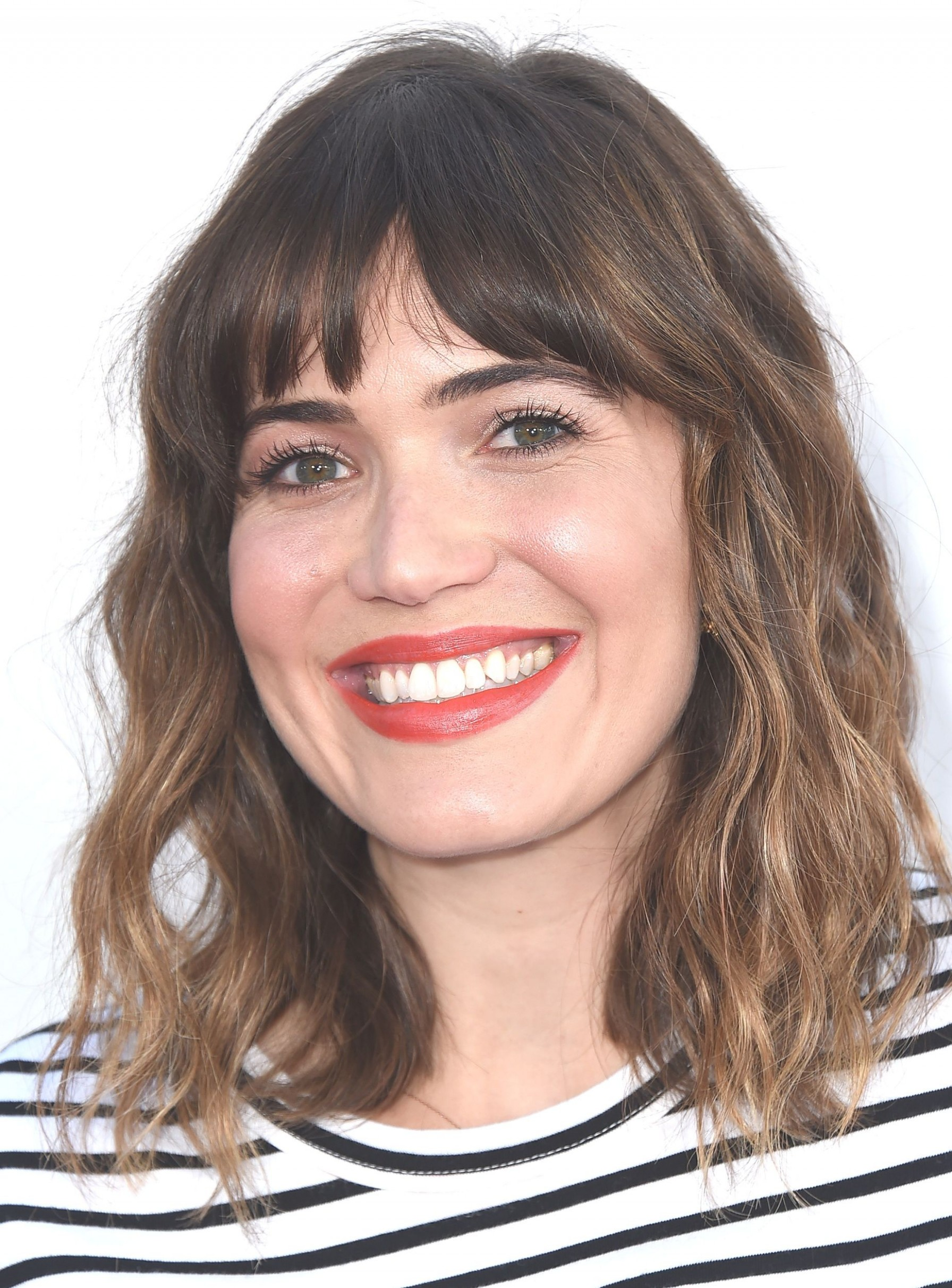Pin On Medium Hairstyles Bangs For Curly Hair Round Face