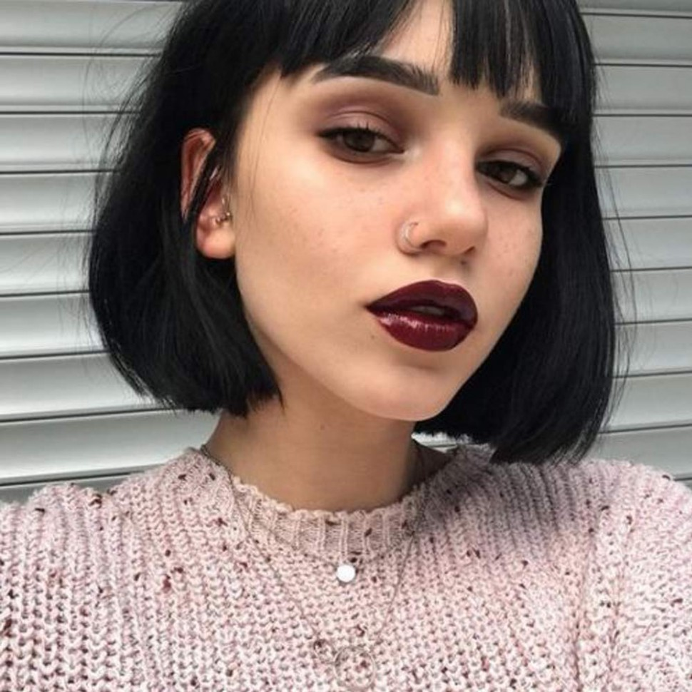 Queentas Black Short Bob Wig with Bangs Straight Blunt Cut Chin Medium  Length Natural Synthetic Hair Daily Halloween Wigs for Black Women 11inches