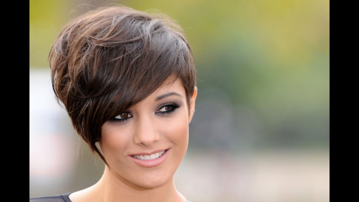 Short Hairstyles For Round Faces and Thick Hair 9