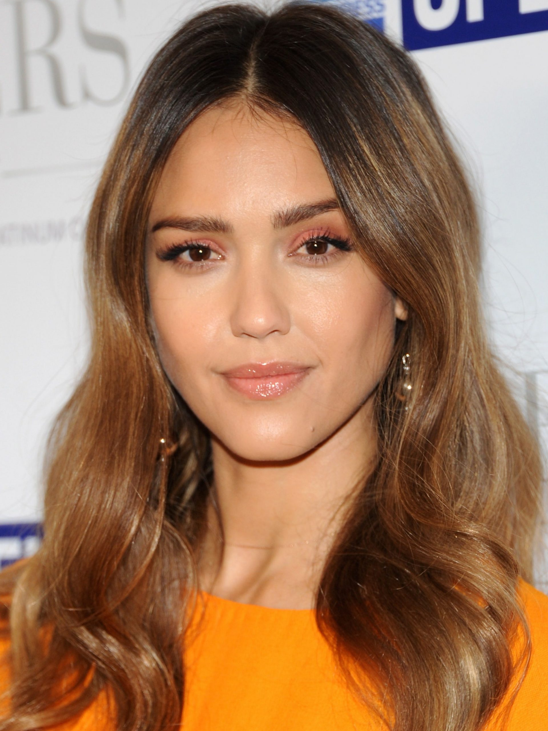 The 8 Most Flattering Haircuts For Oval Faces Allure Hairstyles For Long Oval Faces