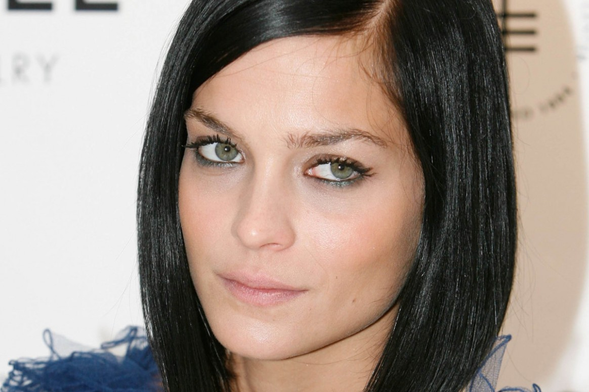 The Best Cuts For Straight Hair And Round Faces The Skincare Edit Haircut For Straight Hair Round Face