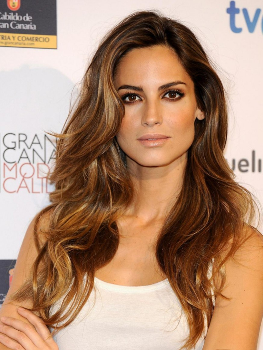 The Best Wash And Wear Cuts For Wavy Hair The Skincare Edit Low Maintenance Haircuts For Long Hair