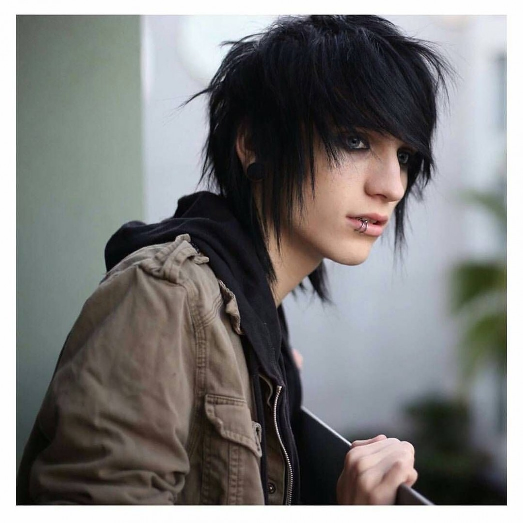 The Emo Hairstyle Is The Very Popular Hairstyle For Both Girls And Short Emo Hairstyles