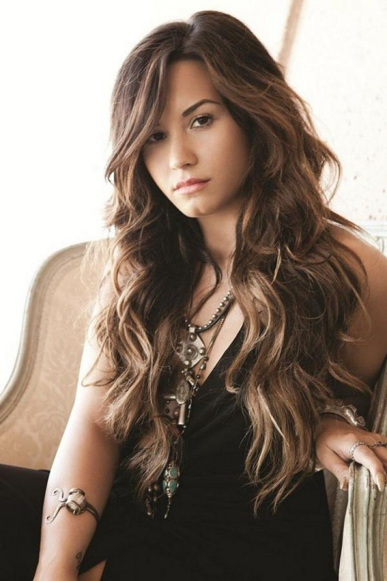 Trendy Long Hairstyles With Layers And Side Bangs For Wavy Hair Wavy Hair With Side Bangs