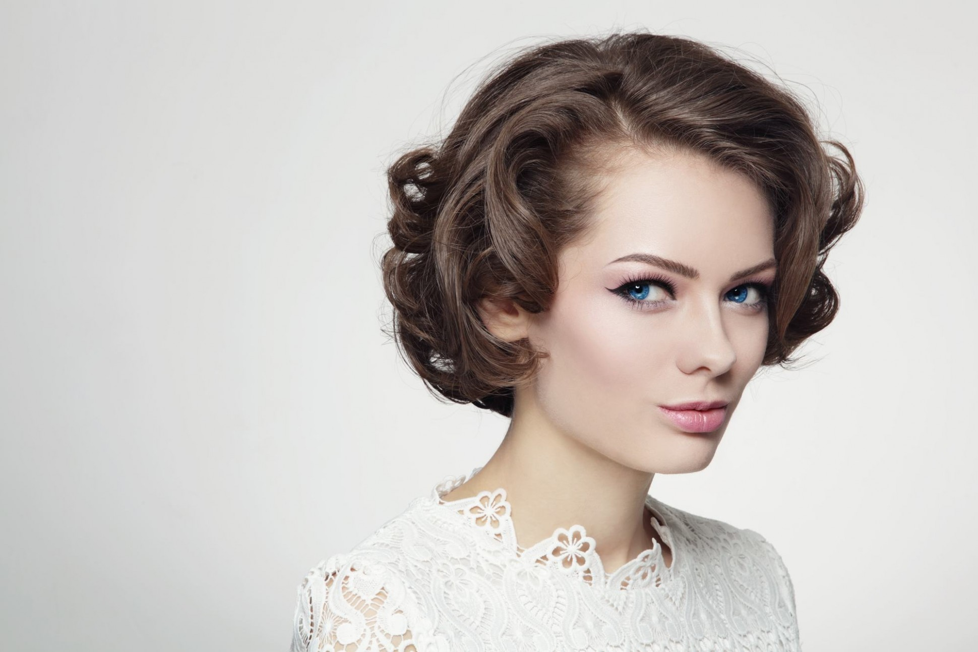 Vintage 8s Hairstyles: How To Re Create 8 Iconic Styles On Your Own 60S Curly Hair