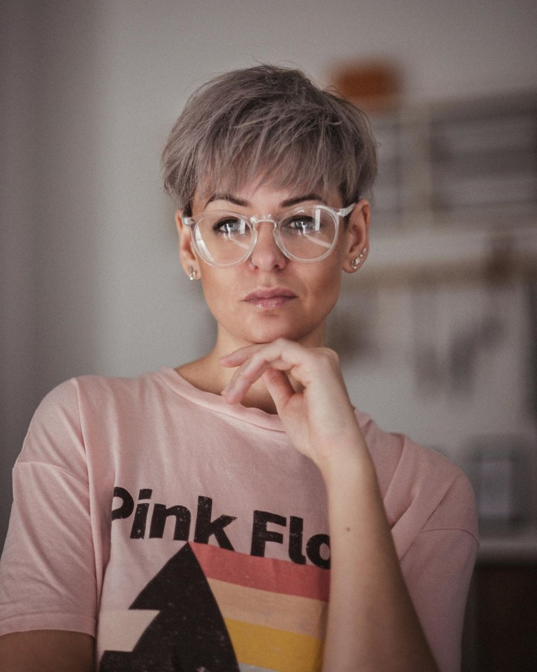 What Are The Best Short Hairstyles To Wear With Glasses? Hair Pixie Cut With Glasses